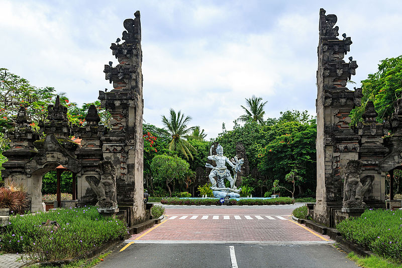 800px-Nusa-Dua_Bali_Indonesia_Southern-Gate-01