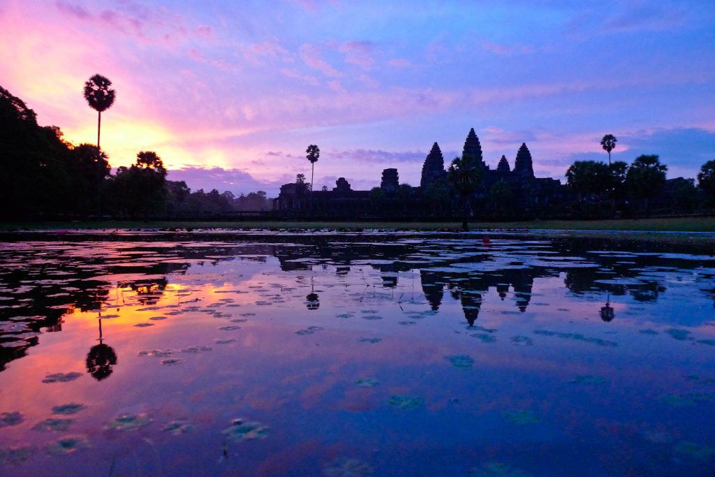 Dawn_at_the_temple_Ankor_Wat_at_sunrise,_Siem_Reap,_Cambodia